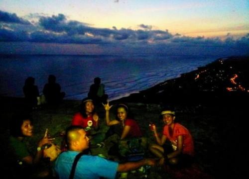 Nyedu kopi di Tebing parangndog terletak desa Watu Gupit
